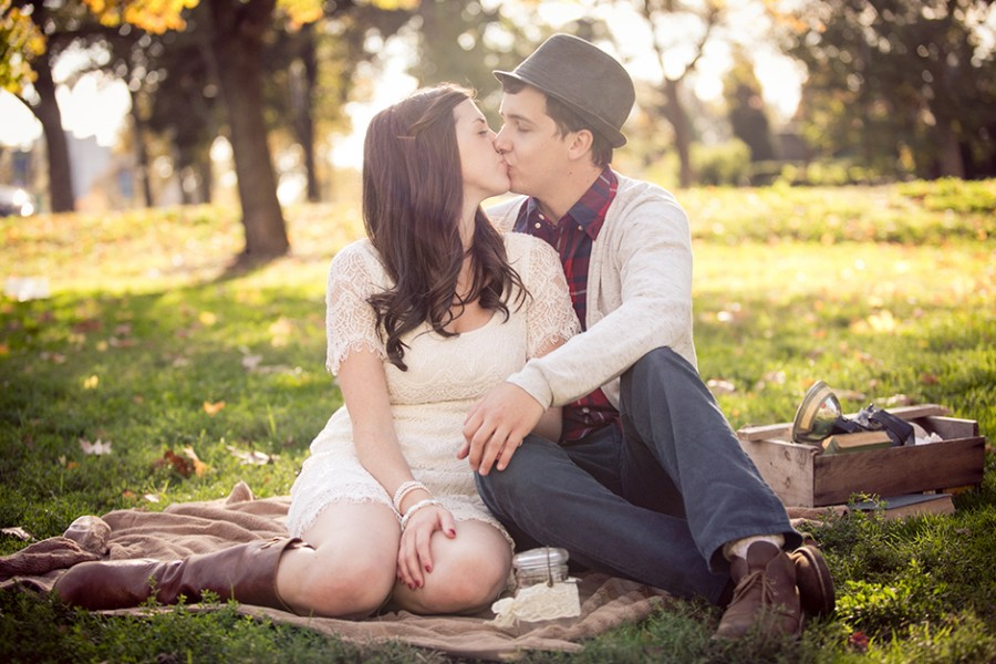 Go on a date and bring your photographer along :: A guide to planning your engagement session